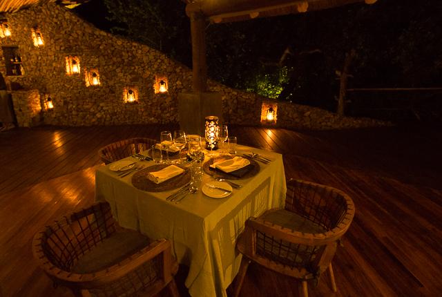 Mwiba Lodge dining table