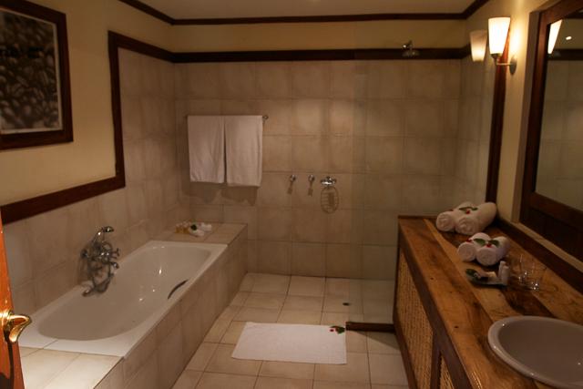 Arusha Coffee Lodge bathroom